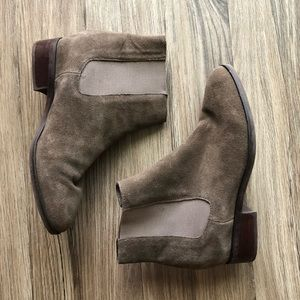 Steve Madden suede mauve ankle booties
